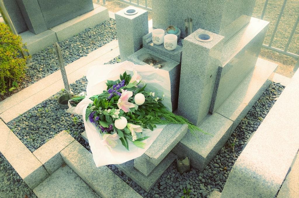 【妊活ジンクス】ご先祖様のお墓を掃除すると妊娠する!